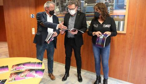 Santiago Costa, Joan Talarn i Ana Juni van presentar ahir el llibre a les instal·lacions de SEGRE.