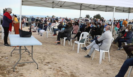 Gran expectació ahir a la jornada de portes obertes per visitar les restes a Alguaire.