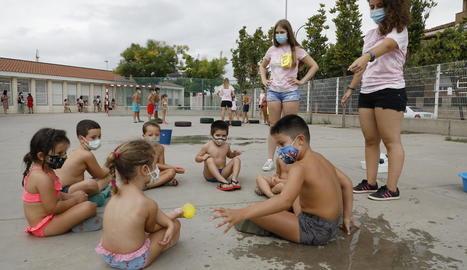 Participants en les activitats d'estiu de l'any passat.