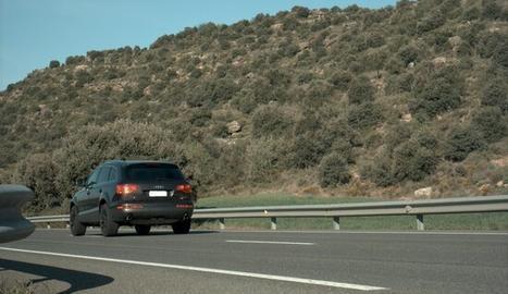 Imatge del vehicle que circulava a 193 km/h per la C-14, al terme de Vilanova de l'Aguda-