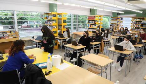 Una classe de Batxillerat ahir a l'institut Maria Rúbies de la capital.