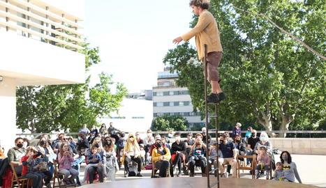 La companyia lleidatana Xip Xap va presentar al Teatre Julieta Agustí el seu particular 'Hamelí'.
