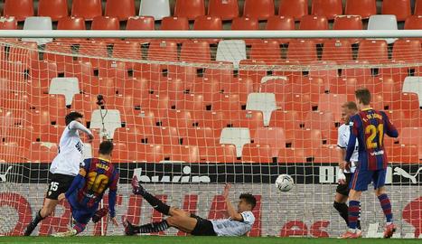 Messi remata per empatar i rescabalar-se de l'error.