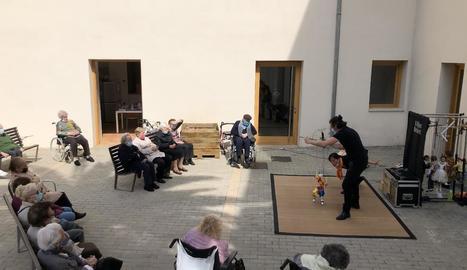 La Fira de Titelles de Lleida també arriba al centre de dia Santa Clara