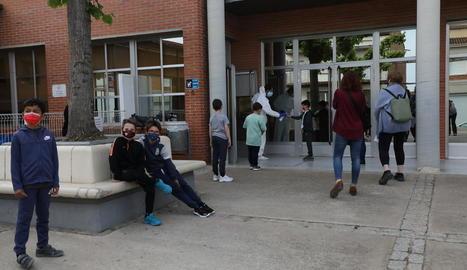 Imatge del cribratge d'ahir a alumnes de l'escola de Corbins.