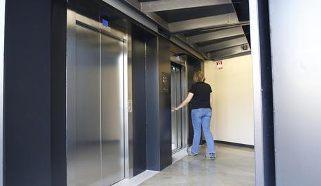 Imatge dels dos nous ascensors per pujar a la Seu Vella.