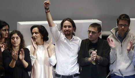 Imatge d'Iglesias amb els antics companys de partit.