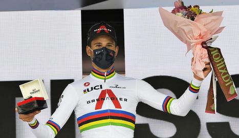 Filippo Ganna celebra el triomf en l'estrena del Giro.