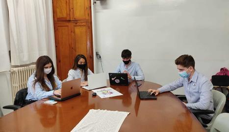 La feina col·laborativa va ser una de les eines imprescindibles per desenvolupar el complex pla de la seua miniempresa.