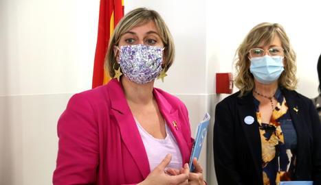 La consellera de Salut, Alba Vergés, amb la directora de Salut a l'Ebre, Mar Lleixà.