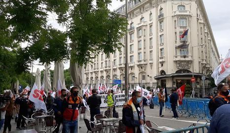 Treballadors de la petroquímica exigeixen al Congrés plans d'ocupació davant de la Llei de Canvi Climàtic.