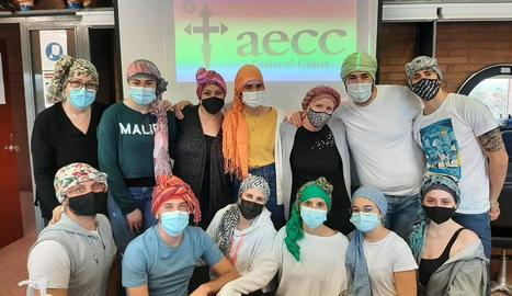 Alumnes de segon del cicle d'Estilisme i Direcció de Perruqueria de l'institut Torre Vicens.
