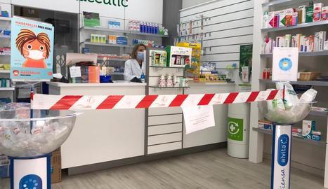 La farmàcia de l'Albi, sense poder expedir receptes - Negocis i establiments de l'Albi estan molestos i preocupats pel tall a la telefonia i internet. La responsable de la farmàcia assegura que és impossible continuar treballant sense intern ...