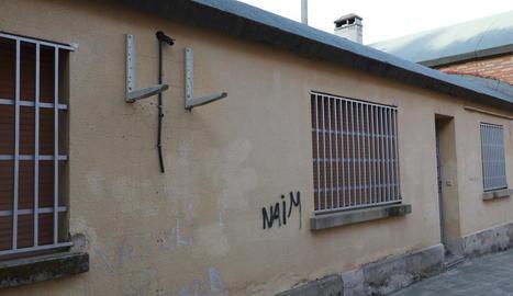 Imatge de la paret sense l'aparell sostret.