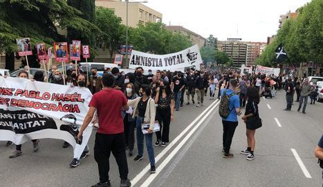 Unes 300 persones reclamen la llibertat de Pablo Hasél tres mesos després del seu empresonament