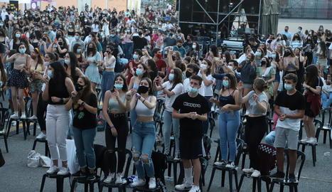 Joves gaudint d'un dels concerts de la festa major de Lleida.