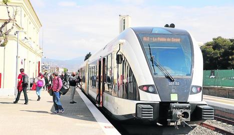 Un tren de la línia de la Pobla a Balaguer.