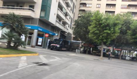 Furgons policials aquest dimarts a Balaguer.