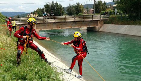 Efectius dels Bombers van fer ahir pràctiques aquàtiques.