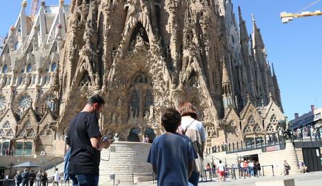 La Sagrada Família ha reobert portes als turistes després de set mesos de pausa.