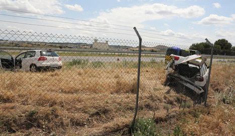Vista dels vehicles accidentats ahir a Bell-lloc.