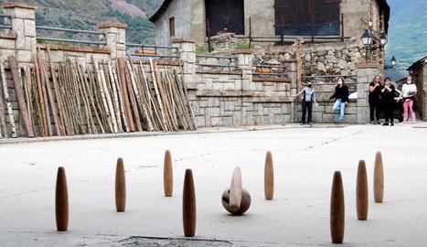 Les Valls d'Àneu mantenen la tradició de les bitlles pallareses