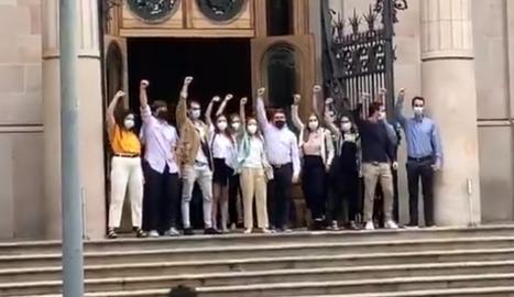 Un centenar de persones donen suport als 13 universitaris jutjats per aldarulls en una manifestació el 2017