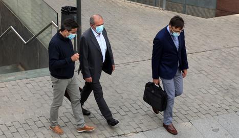 Reñé ha arribat als jutjats acompanyat dels seus dos advocats