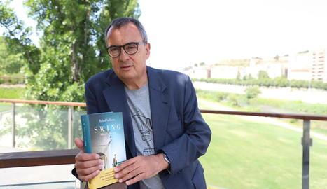 """Rafael Vallbona: """"Escric sobre el segle XX perquè és difícil saber qui ets si no saps el que vas ser"""""""