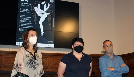 Rut Martínez, Estefania Rufach i Ferran Rella, ahir en la presentació del Dansàneu a l'IEI.