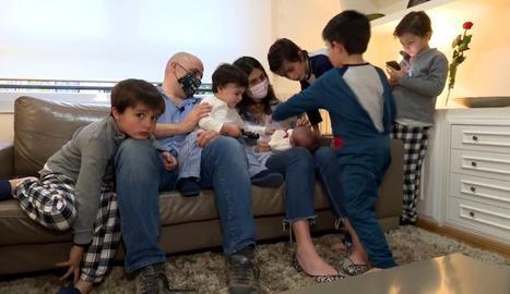 Una família nombrosa explica els obstacles de la seua vida laboral.