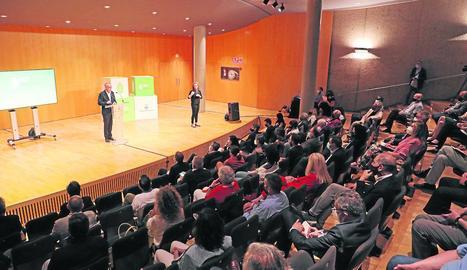 L'alcalde, Miquel Pueyo, ahir a la tarda durant la seua conferència celebrada en una de les sales de l'Auditori Enric Granados.