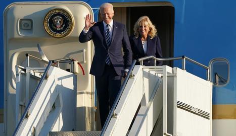 Joe Biden i la seua esposa van arribar ahir al Regne Unit.