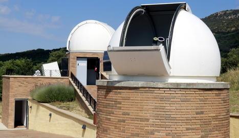 Pla general del telescopi amb el qual s'ha observat l'eclipsi solar parcial al Parc Astronòmic