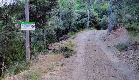 Un dels camins que tenen limitat l'accés motoritzat.