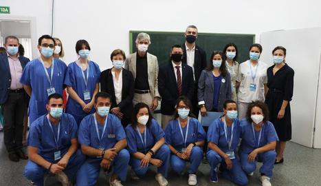 Argimon i Cabezas, ahir amb els membres de l'equip de vacunació d'Alcarràs.