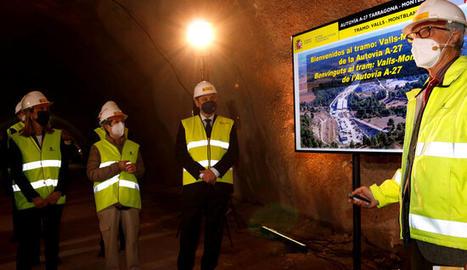 El ministre de Transports, Mobilitat i Agenda Urbana, José Luis Ábalos, i la subdelegada del govern espanyol, Teresa Conillera, durant una visita d'obres al túnel de Lilla.