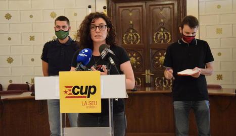 Els edils de la CUP a la Seu amb el diputat Pau Juvillà.