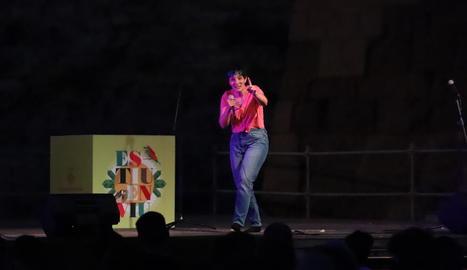 La còmica Raquel Hervás, ahir a l'espectacle 'We Bitches' a la plaça de la Sardana de la Seu Vella.