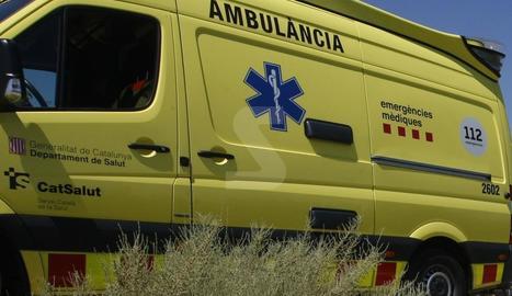 Dos morts i un ferit crític en una col·lisió entre tres turismes i un autobús a la C-14 a Bassella