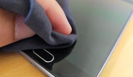 Com es neteja un telèfon mòbil?