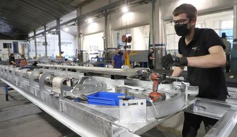 El taller de la firma Iclotet, que té vuitanta treballadors, a Mollerussa.