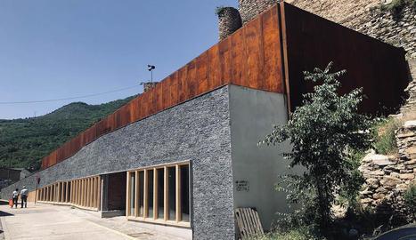 Imatge de l'edifici que acollirà la biblioteca de Sort.