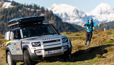 El guardonat Land Rover Defender demostrarà la seua potència i durabilitat com a vehicle de suport a la cursa extrema Red Bull X-Alps.