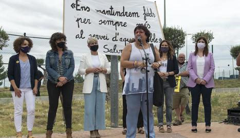 Els presos de Lledoners van oferir una imatge d'unitat davant de les persones que van acudir a rebre'ls i van sostenir la Flama del Canigó.