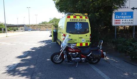 Un motorista i el seu acompanyant, ferits en un xoc a l'Ll-11