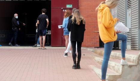 El 'macrobrot' per viatges de fi de curs a Mallorca ja supera els 600 casos en vuit comunitats autònomes