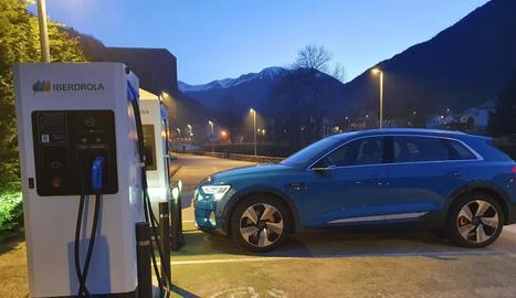 Un dels punts de càrrega que s'han instal·lat al Pirineu.