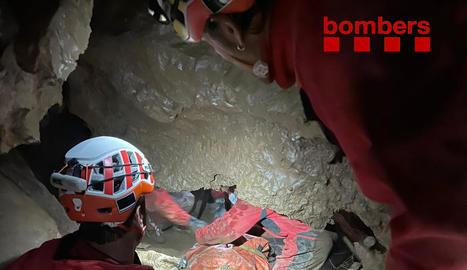 Rescatat al quedar atrapat en una cova a la Cerdanya