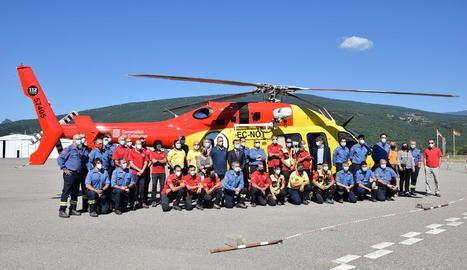 Imatge de la presentació, ahir, del nou helicòpter dels GRAE a l'aeroport de la Seu.
